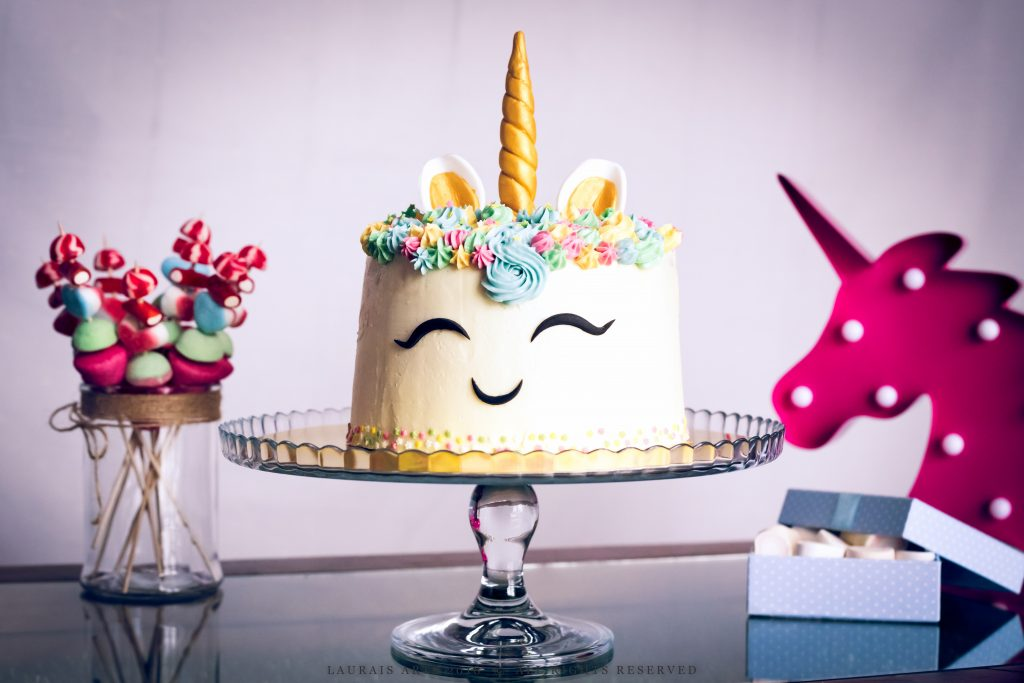Unicorn cake by Laurais Arts